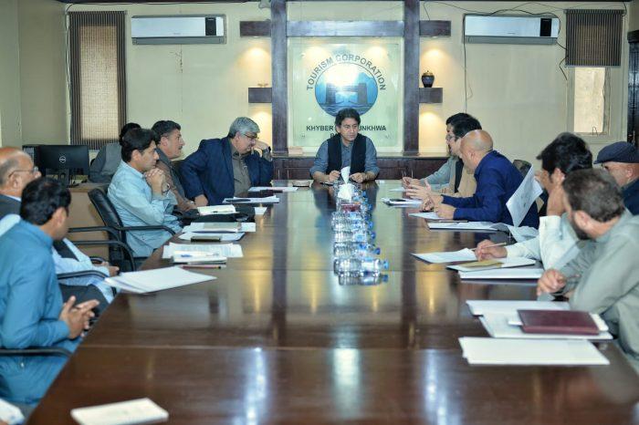 -صوبائی-وزیر-عاطف-خان-شندور-پولو-فیسٹیول-2019-کی-مناسب-سے-منعقدہ-اجلاس-کی-صدارت-کررہے-ہیں-e1553882899561.jpeg